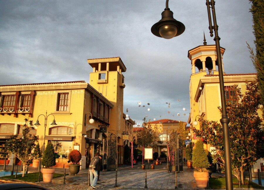 Las alumnas del mba en direcci n de empresas de moda de madrid visitan hoy las rozas village - The first outlet las rozas ...