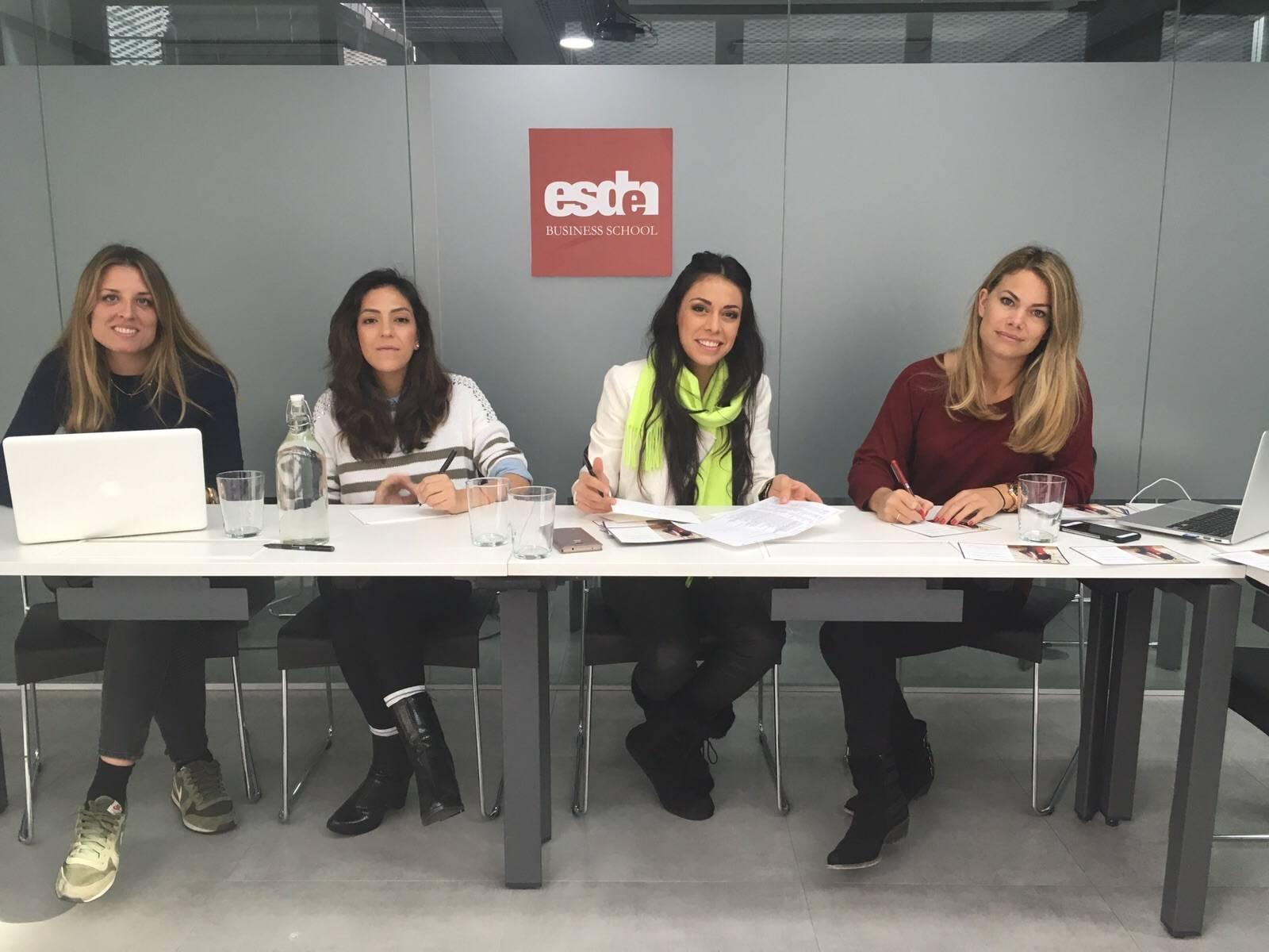 Alumnas de esden business school colaboran con scar de la for Oficinas santander bilbao