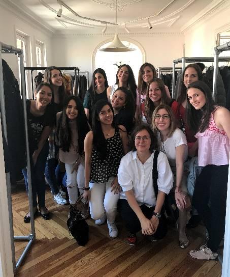 Teresa Tarragó, en primera fila, con un grupo de alumnas del MBA - Dirección Empresas de Moda de Esden Business School